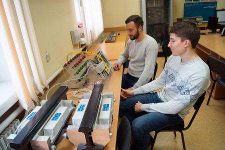 Мікропроцесорні контролери та датчики проходу коліс