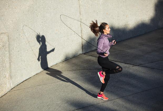 Спортивні змагання серед студентів І курсів УкрДУЗТ «Швидше, вище, сильніше». Вид змагання: стрибки на двох ногах через скакалку за 1 хвилину, дівчата.